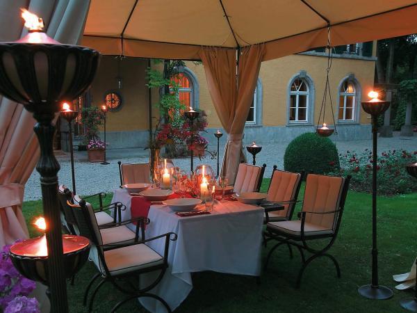 Pavillons und Schirme