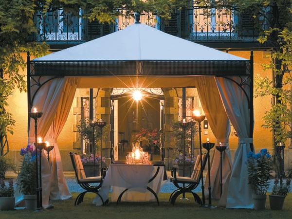 Hochwertige Design Pavillon - schattige Eleganz für heiße Sommertage